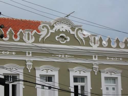 Bananeiras tornou-se lugar escolhido para férias e finais-de-semana de quem mora em cidade grande. A residência antiga, reformada e habitada, ganha agora novo esplendor.