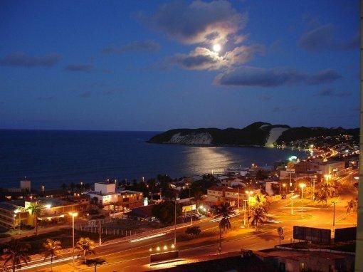 A Lua Cheia sobre o mar de Ponta Negra. Natal-RN