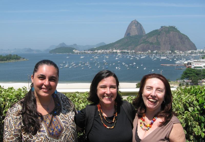 As Tavares: Maria Nayara (minha sobrinha, filha de Braulio), Inês (minha irmã) e esta que vos tecla. Ô povo bonito, minha Santa Zoraide!