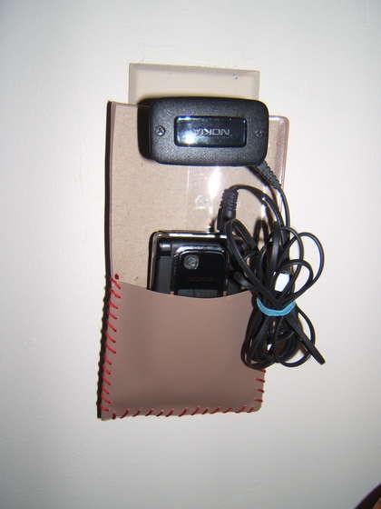 Forma inteligente e organizada de carregar o celular.
