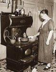 mulher_idosa_cozinhando