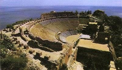 Teatro em Taormina, na Sicília, estilo grego.