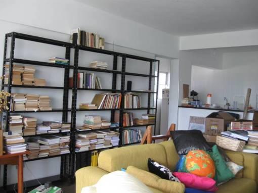 Os 1.800 livros cada um procurando seu lugar...