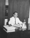 No seu gabinete de trabalho, década de 1960.