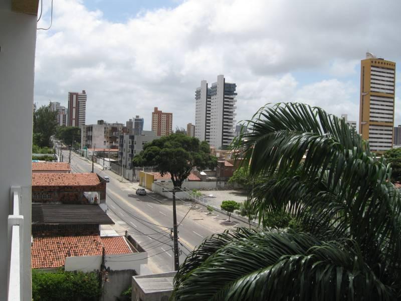 """É nesta rua que vou habitar, em Natal. Rua Miguel Castro. Lá em cima passam a """"Romualdo"""" e a """"Prudente"""", ou seja, a av. Romualdo Galvão e Prudente de Morais. Abaixo, quase na esquina do meu prédio, a Av. Salgado Filho. Perto de tudo."""