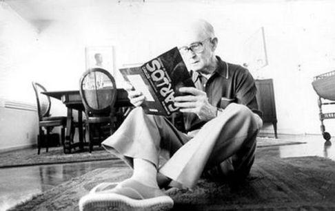 Carlos Drummond de Andrade, poeta.
